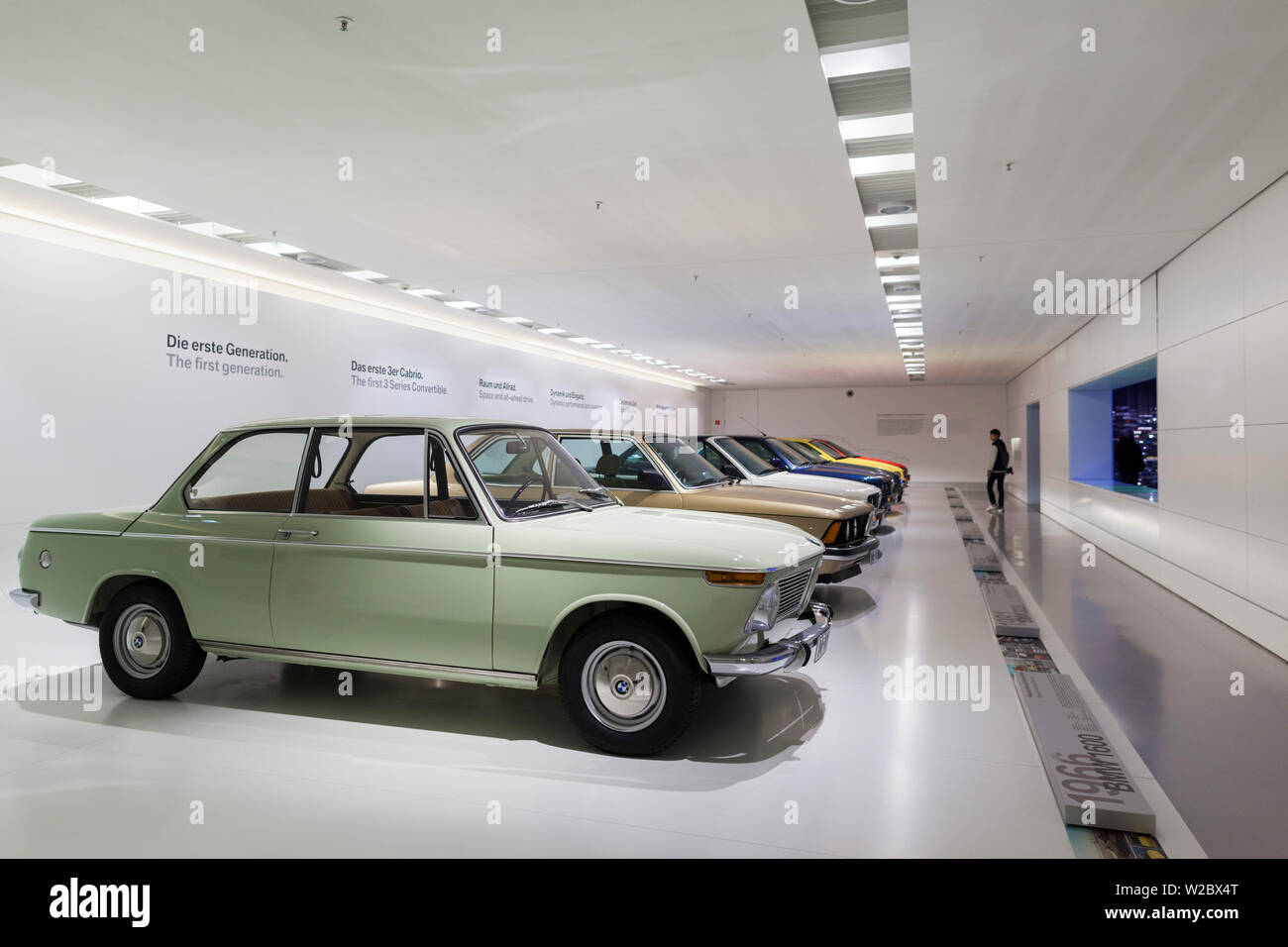 Germany, Bavaria, Munich, BMW Museum, l'exposition de voitures BMW Banque D'Images