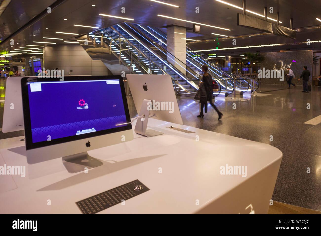Qatar, Doha, Doha-Hamad Aéroport International, ouvert depuis 2014, l'espace informatique internet Banque D'Images