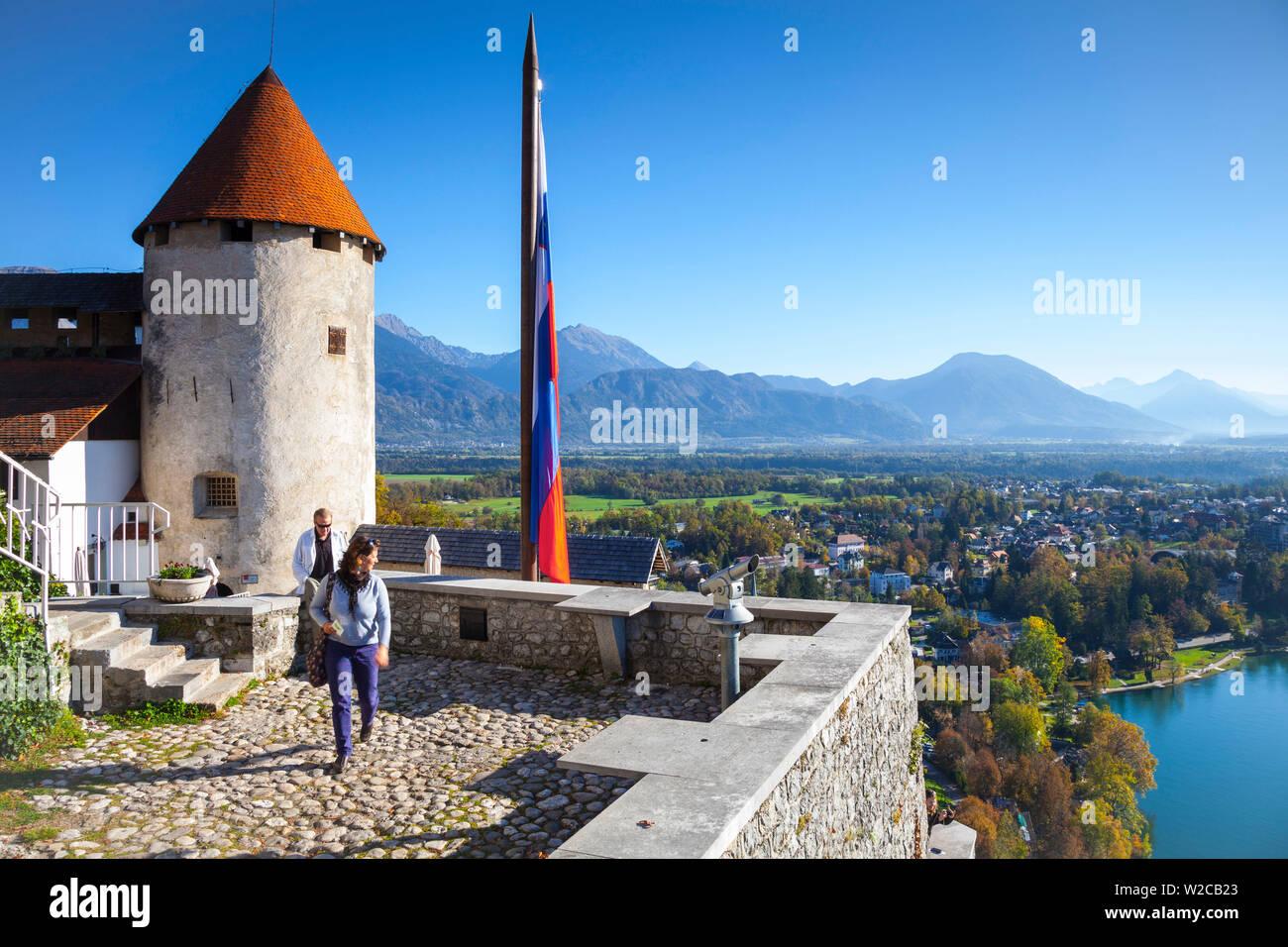 Des vues sur le château et la campagne environnante, le lac de Bled, Bled, Haute-Carniole, Alpes Juliennes, en Slovénie Banque D'Images
