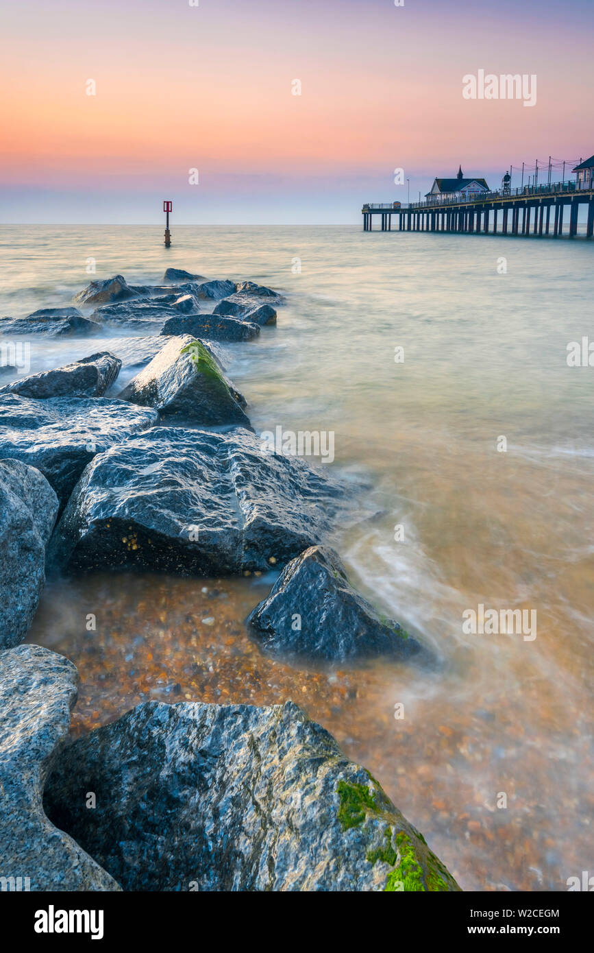 Royaume-uni, Angleterre, dans le Suffolk, Southwold, Southwold Pier à l'aube Photo Stock