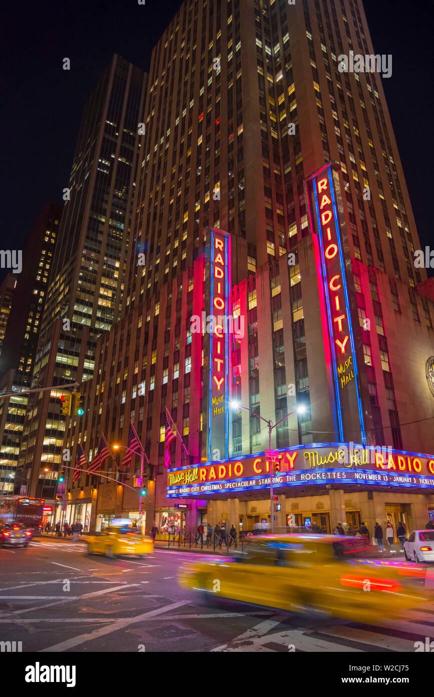 USA, New York, Manhattan, Midtown, Sixième Avenue ou l'Avenue des Amériques, le Radio City Music Hall Banque D'Images