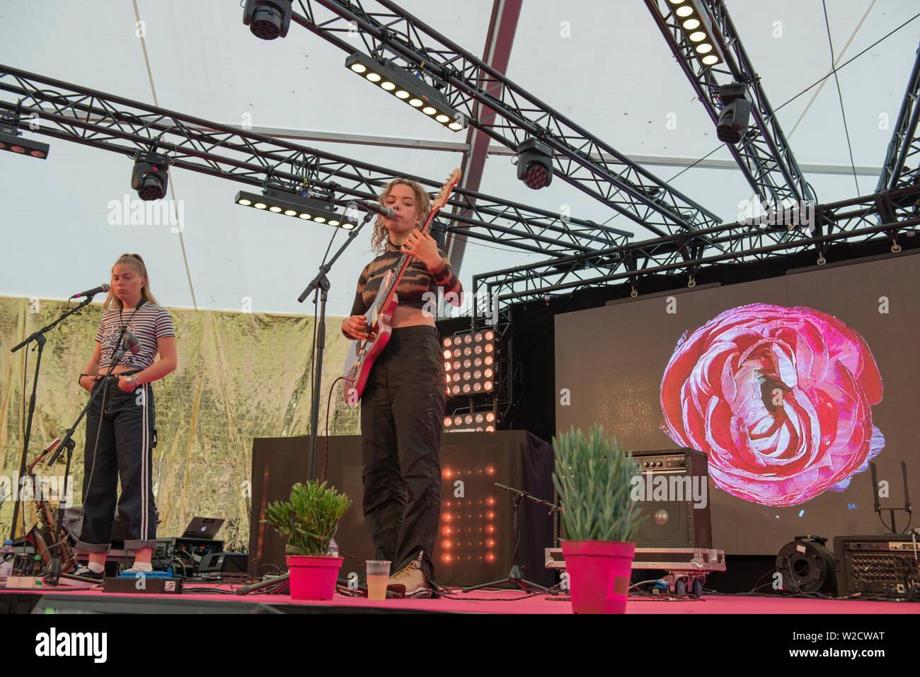 Turku, Finlande. 7 juillet 2019. Chanteuse de rock britannique Nilüfer Yanya effectue au 50e Festival Ruisrock. (Photo: Stefan Crämer) Banque D'Images
