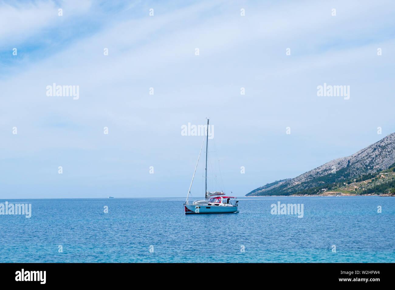 Bateau à voile, à la DAR, Zlatni Bol, Brac, Dalmatie, Croatie Photo Stock