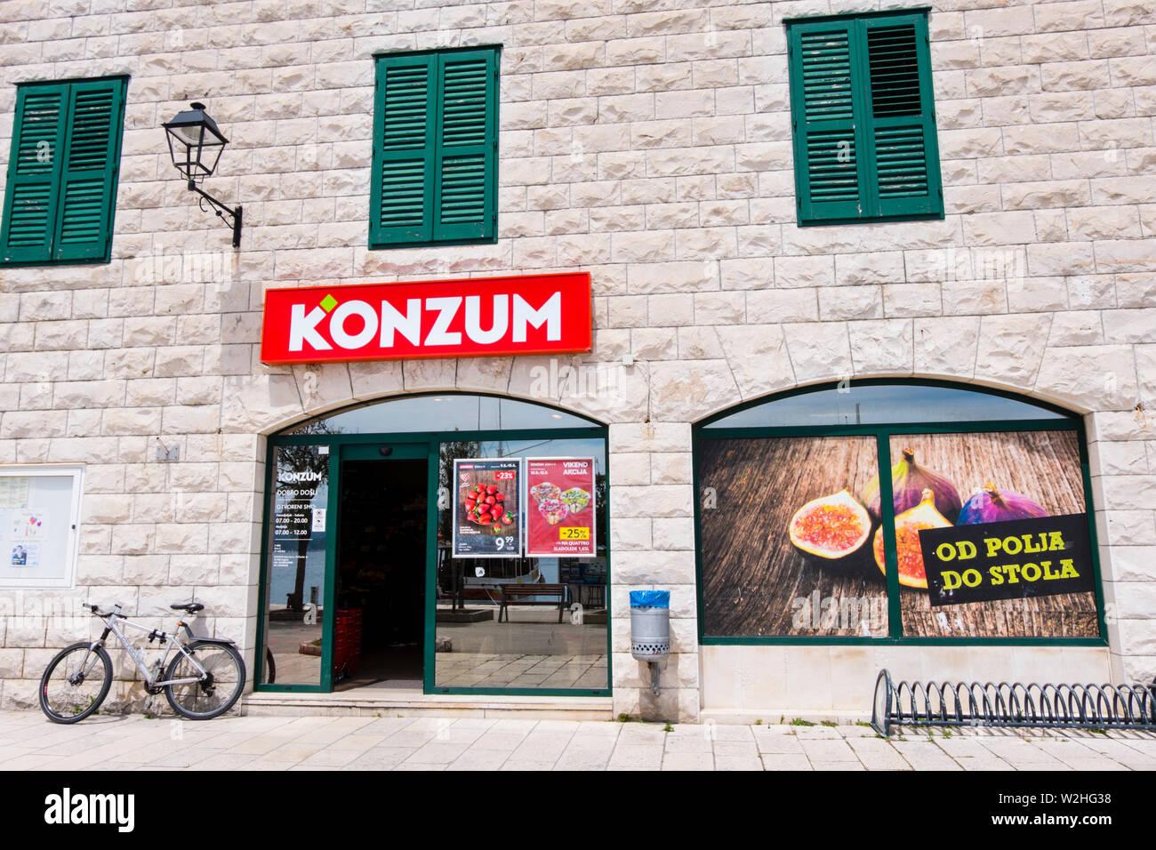 Konzum supermarché, Bol, Brac, Dalmatie, Croatie Photo Stock
