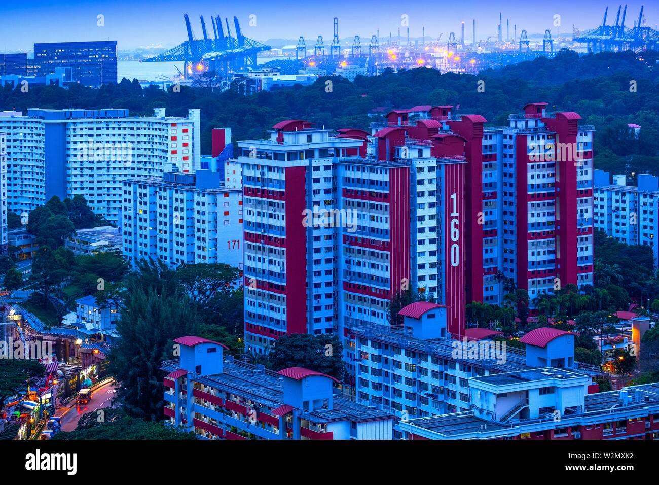 Singapour, le logement public et port commercial..le logement public à Singapour est géré par le Conseil du développement et de l'habitation (HDB) au titre du personnel temporaire Photo Stock