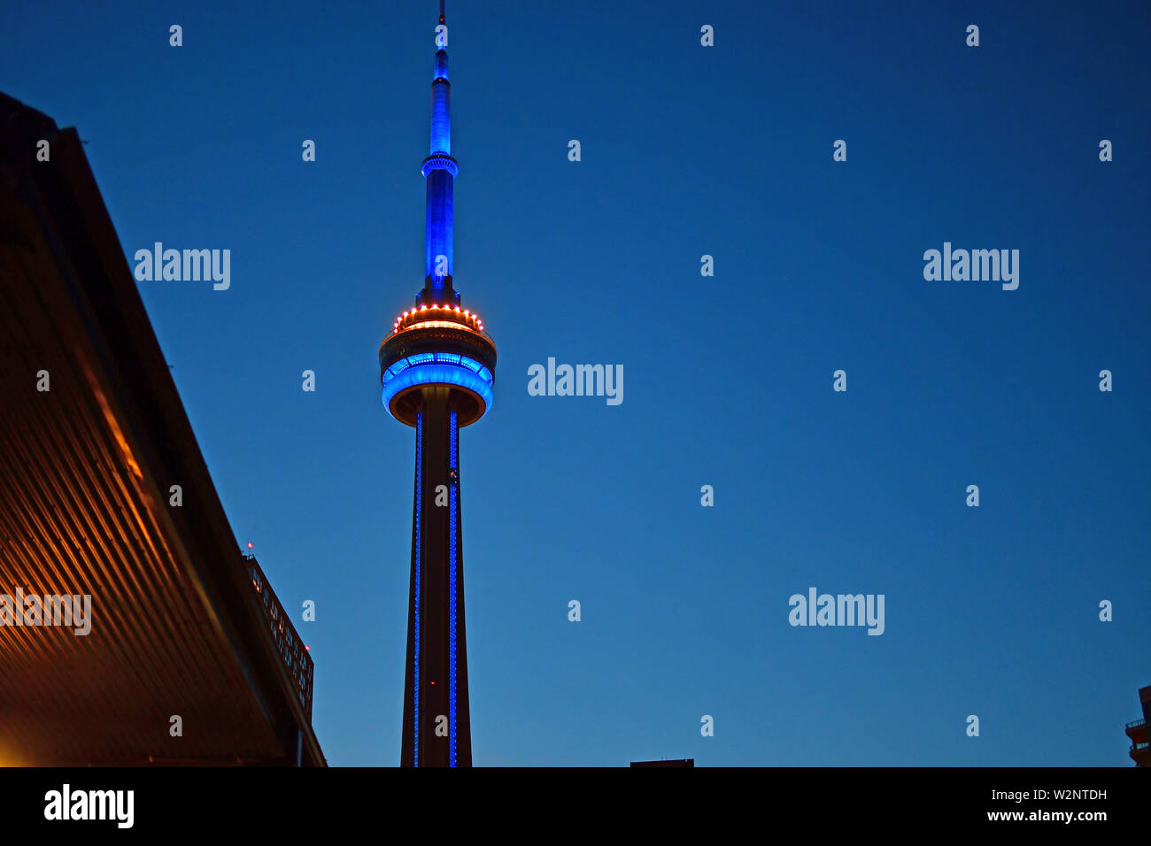Vue de la Tour du CN et Toronto Skyline at Twilight Banque D'Images