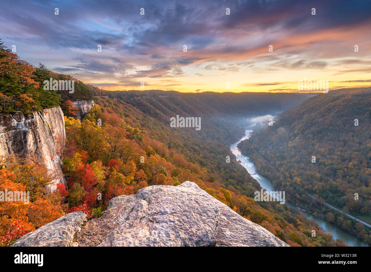 New River Gorge, à l'Ouest, VIRGNIA USA matin d'automne paysage au mur sans fin. Photo Stock