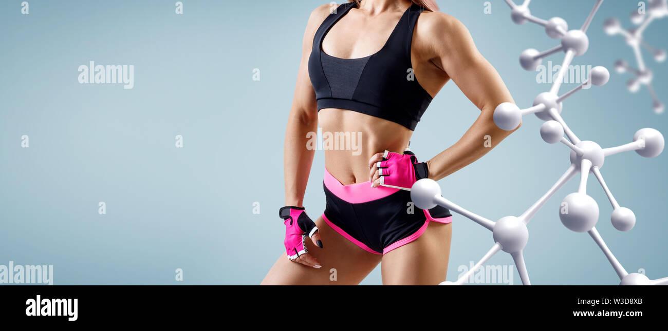 Athletic femme debout près de molécule blanc avec chaîne de texte. Bon métabolisme concept. Photo Stock