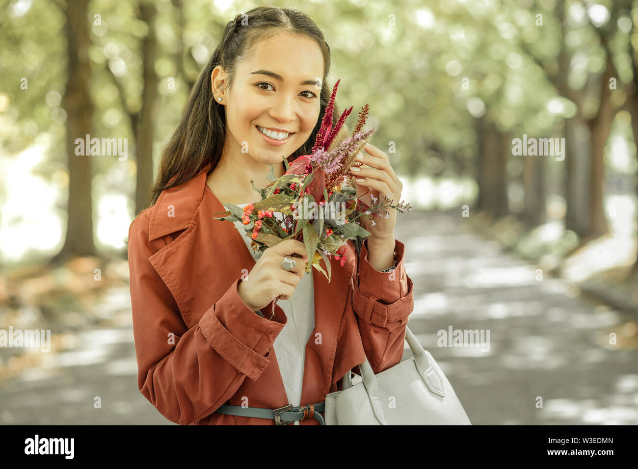 Cheerful appel dame maintenant assez fleurs'' Photo Stock