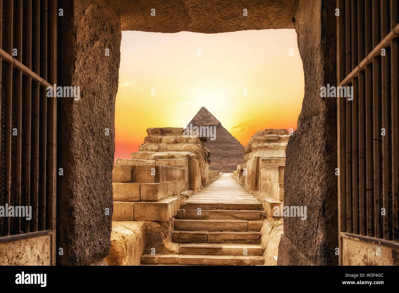 Le Temple de Khephren et la pyramide de Khéphren, Giza, Egypte. Photo Stock