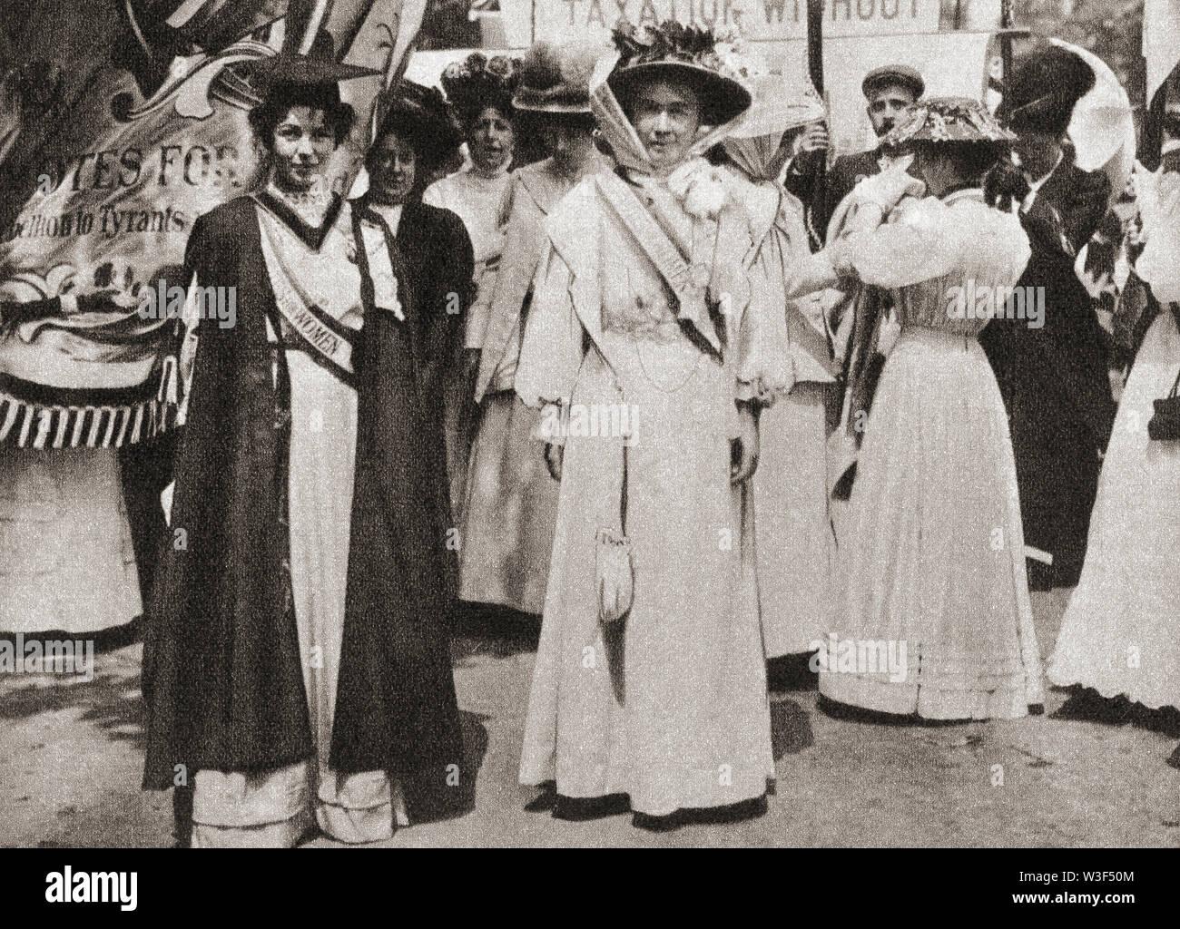 Emmeline Pethick-Lawrence Dame Editorial, 1867 - 1954, à gauche. La militante des droits de la femme. Emmeline Pankhurst , née Goulden, 1858 - 1928, à droite. Activiste politique britannique et leader du mouvement des suffragettes britanniques. À partir de la cérémonie du siècle, publié en 1934. Banque D'Images