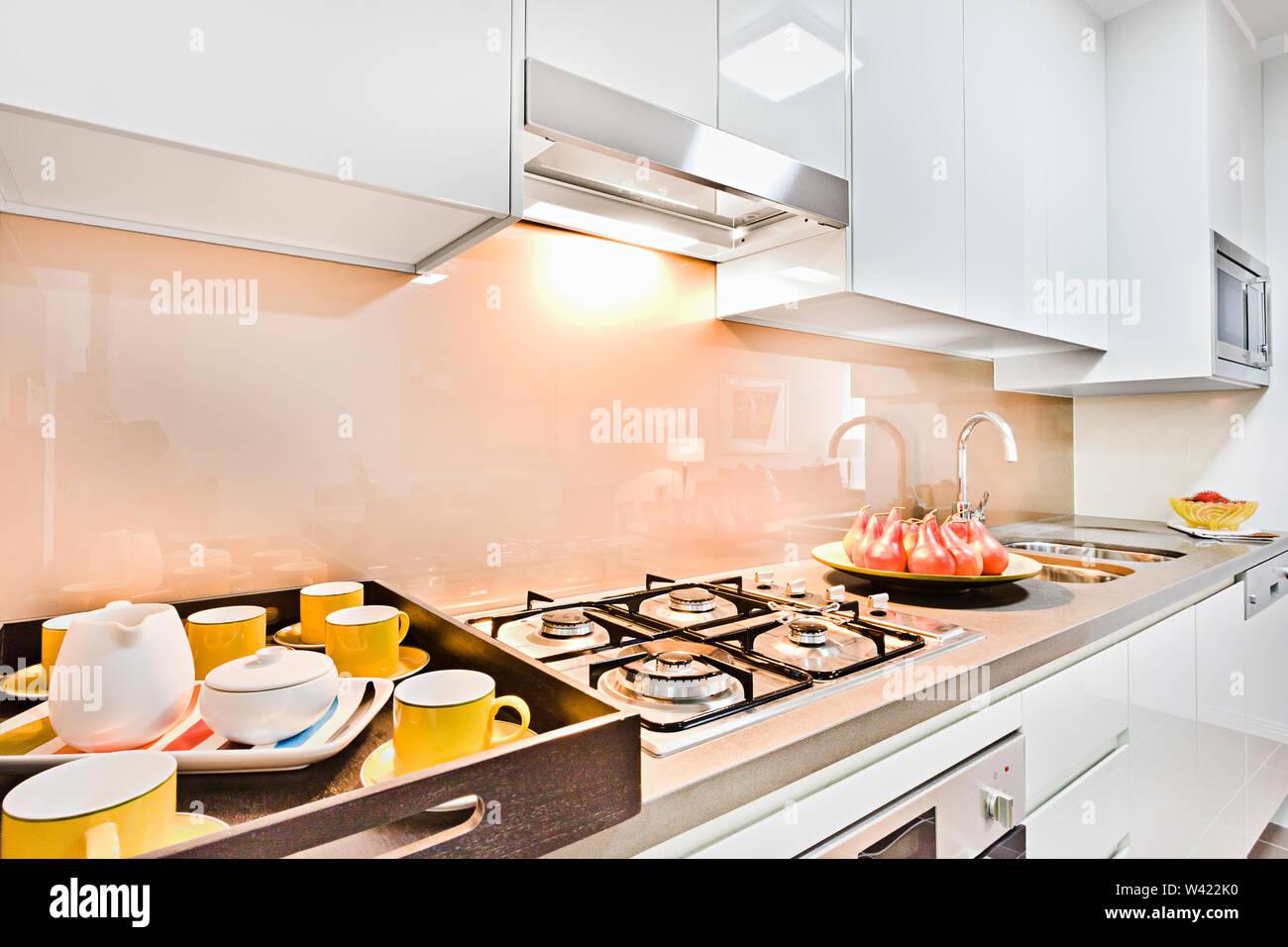 Nettoyer Les Placards De Cuisine cher des articles de cuisine sur pantry placard près de l