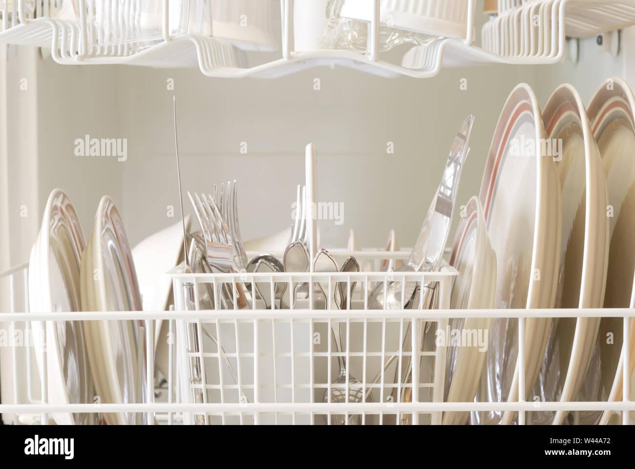 Nettoyer Interieur Lave Vaisselle l'intérieur d'un lave-vaisselle après un cycle de nettoyage