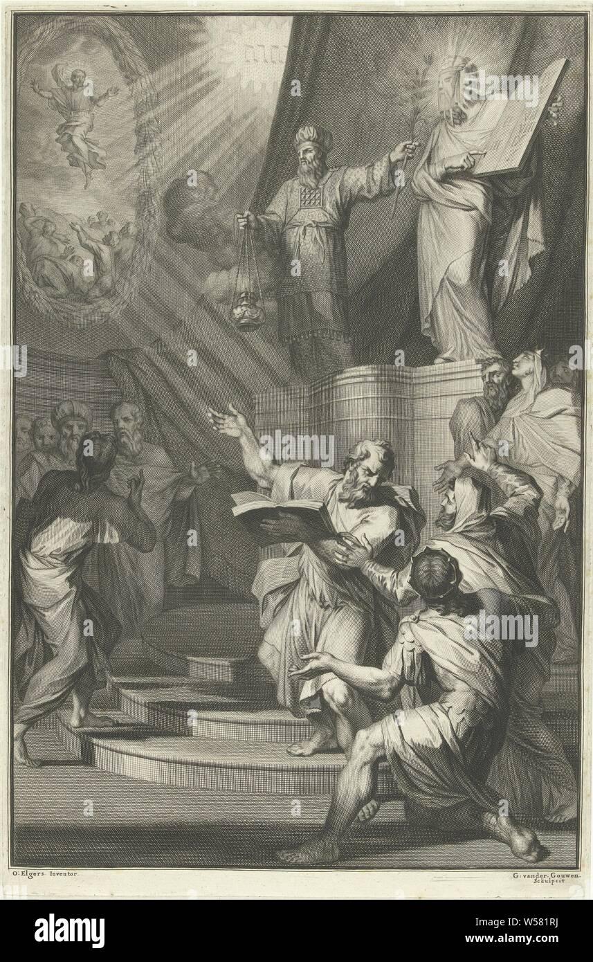 """Aaron et Moïse voilée présente les Israélites les tablettes de la loi page de titre de David Martin, de l'histoire de l'Ancien et du Nouveau Testament, 1700, sur un piédestal le grand prêtre Aaron et Moïse voilée. Autour d'eux le peuple juif. Moïse montre les Israélites les tables de la loi. Dans l'arrière-plan l'tetragram et une représentation de l'ascension du Christ, Moïse couvre son visage avec un voile, Moïse descend avec les nouvelles tablettes et est attendu par Aaron et le peuple assemblé, qui remarque que """"son visage brille' (Moïse 'visage est représenté avec des rayons de lumière ou avec des cornes), Christ en altitude Banque D'Images"""