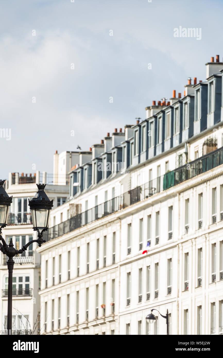 Les immeubles d'Haussmann blanc dans le Marais, Paris Banque D'Images