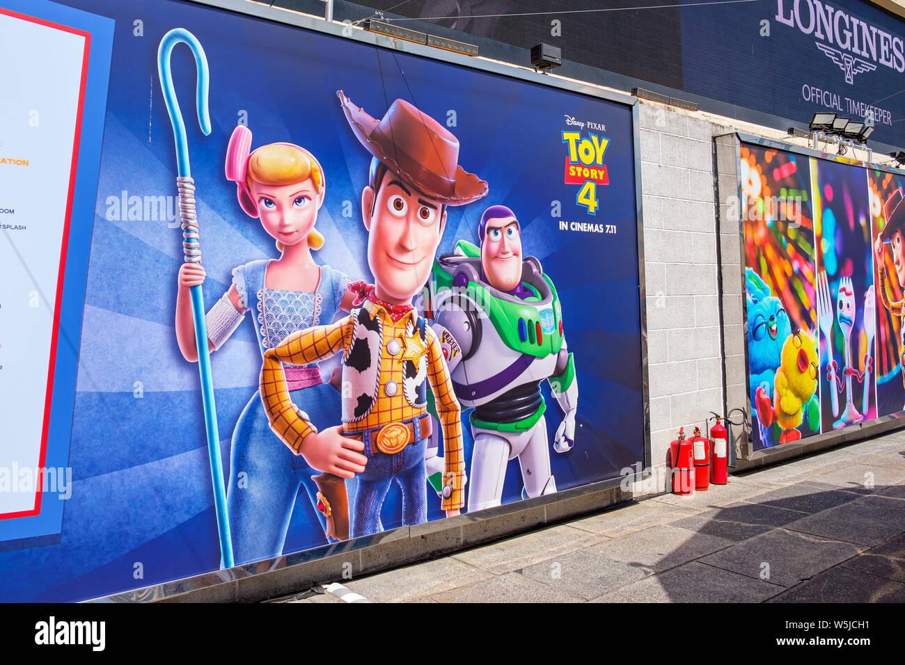 """Hong Kong -Juillet 26, 2019: Disney et Pixar's """"Toy Story 4"""" film toile affichage avec les personnages de dessins animés dans l'activité d'exposition Harbour City,Tsim Sha Banque D'Images"""