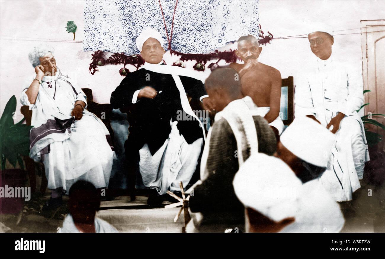 Mahatma Gandhi rencontre avec Annie Besant et Srinavasa Sastri Madras Inde Asie Septembre 1921 Banque D'Images