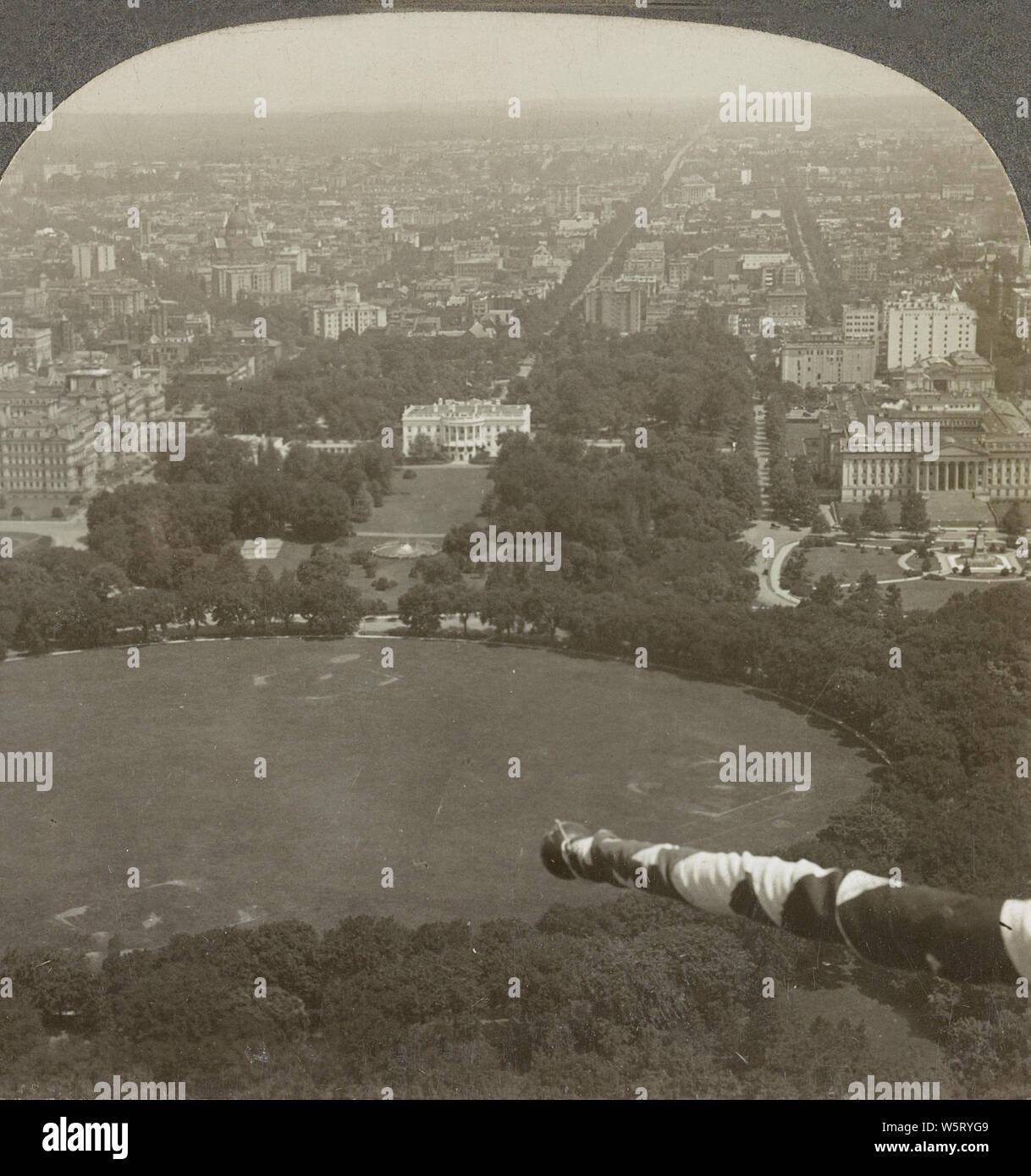 À Au nord de Washington Monument vers la Maison Blanche, Washington, D. C. en 1928. La Maison Blanche est la résidence officielle et le lieu de travail du président des États-Unis. Il est situé au 1600 Pennsylvania Avenue NW à Washington, D.C. et a été la résidence de chaque président des Etats-Unis depuis John Adams en 1800. Banque D'Images