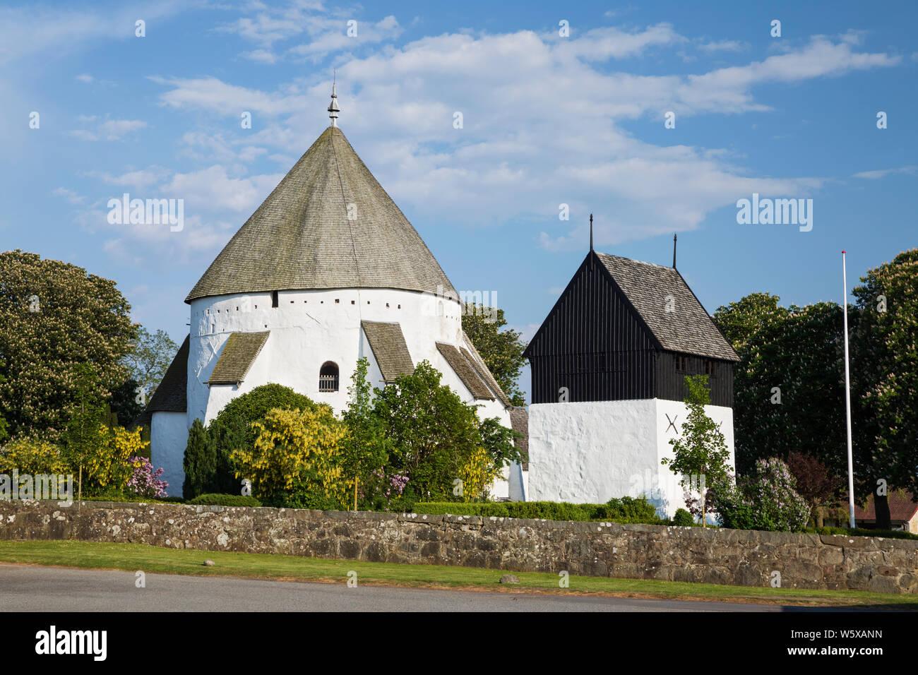 L'église ronde Osterlars Osterlars, et clocher, Bornholm, la mer Baltique, Danemark, Europe Banque D'Images