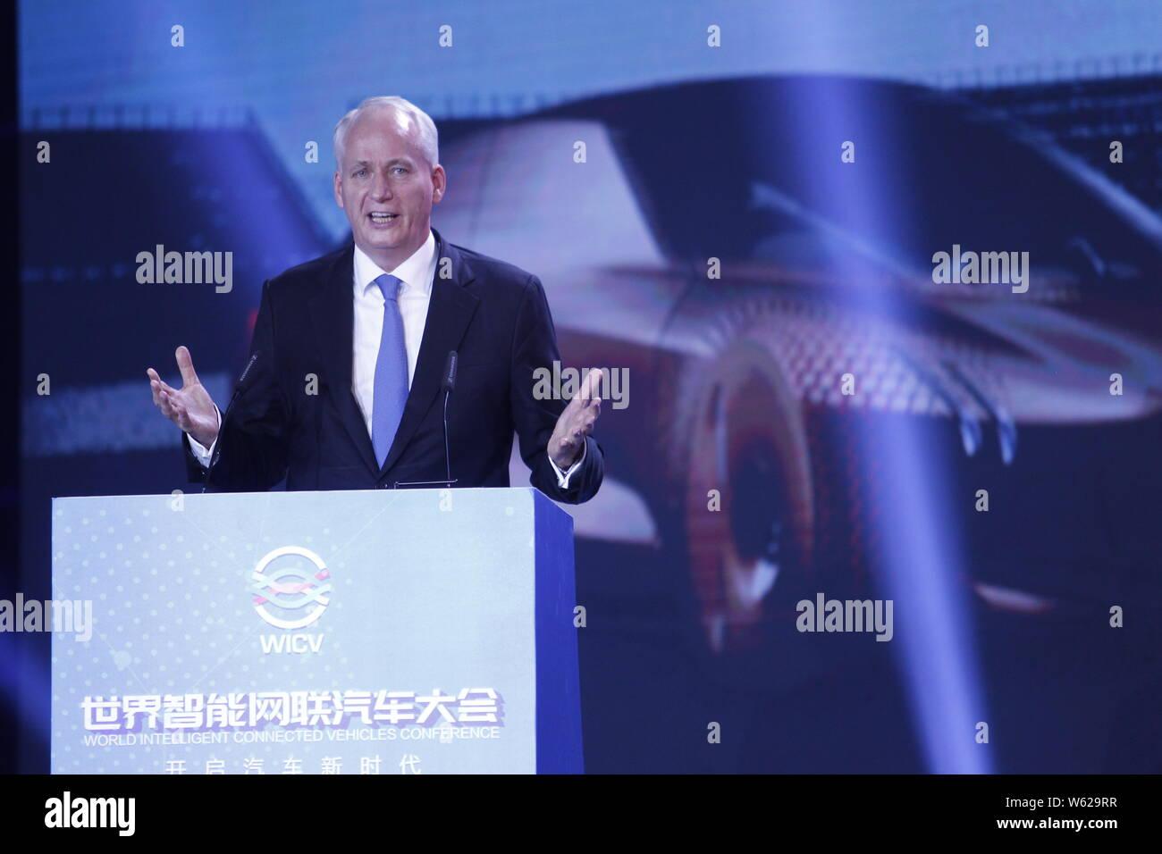 Hubertus Troska, président et chef de la direction de Daimler Grande Chine, parle au cours de la Conférence mondiale de véhicules intelligents et connectés, également connu sous le nom de la 6e Chi Banque D'Images