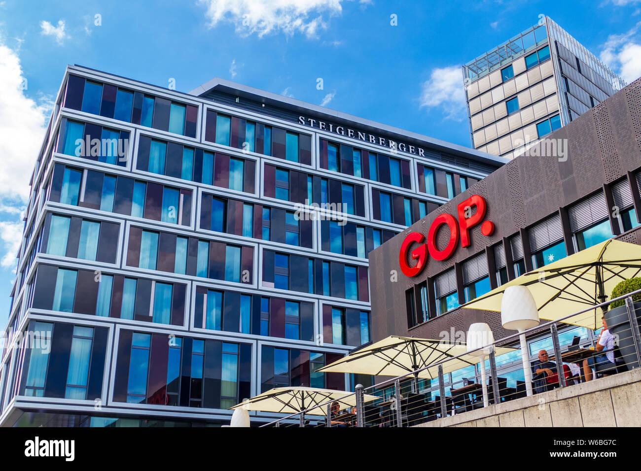 Vue de GOP Variete Theatre - un spectacle de divertissement dans nouveau quartier Überseestadt de Brême Banque D'Images