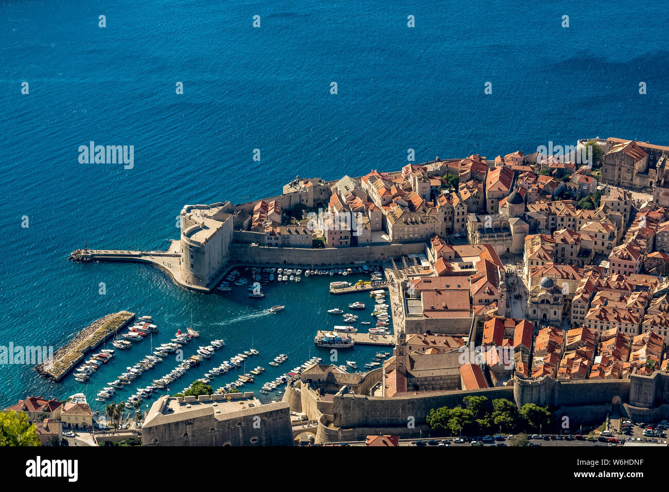Vue sur St John Forteresse et la vieille ville de Dubrovnik, Croatie, comté de Dubrovnik-Neretva Banque D'Images