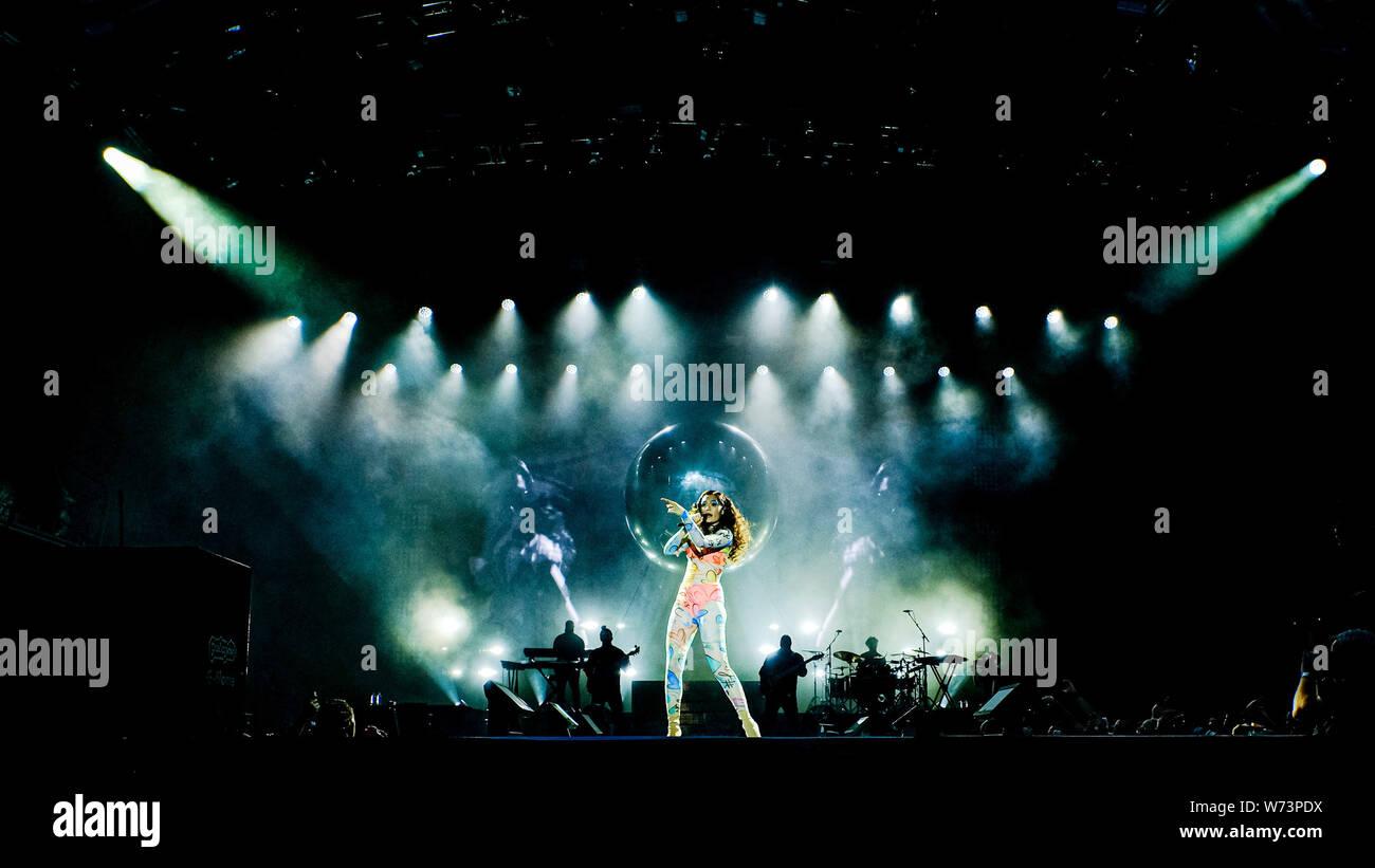 Preston Park, Brighton, Royaume-Uni. 4 août 2019. Jessie J effectue à BN1 Lovefest , partie de la fierté de Brighton. Jessica Ellen Cornish, connu comme Jessie J, est un chanteur et auteur-compositeur.. Photo par Julie Edwards./Alamy Live News Banque D'Images