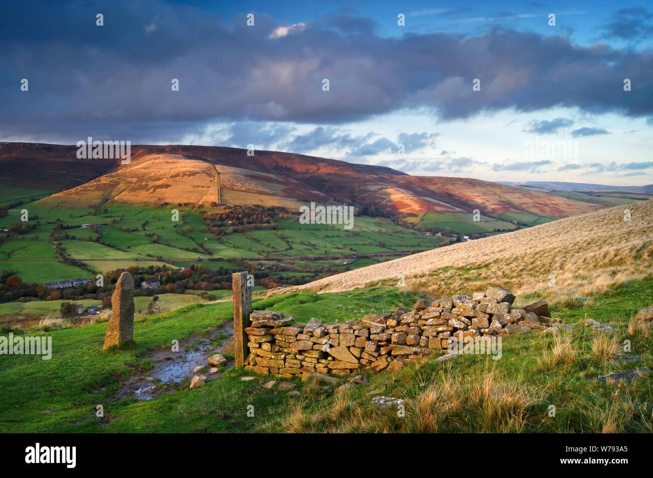 UK,Derbyshire, Peak District,vue sur la vallée de l'espoir de Hollins Cross Banque D'Images