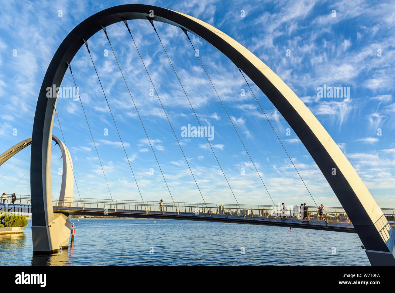 Fin d'après-midi sur le pont Elizabeth, Elizabeth Quay Quay, Perth, Australie occidentale Banque D'Images