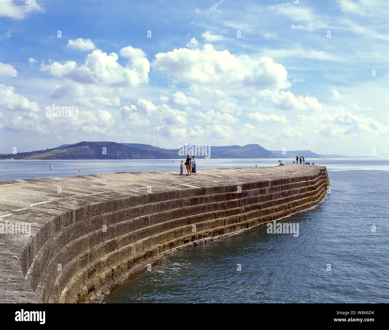 Le mur du port de Cobb, Lyme Regis, dans le Dorset, Angleterre, Royaume-Uni Banque D'Images