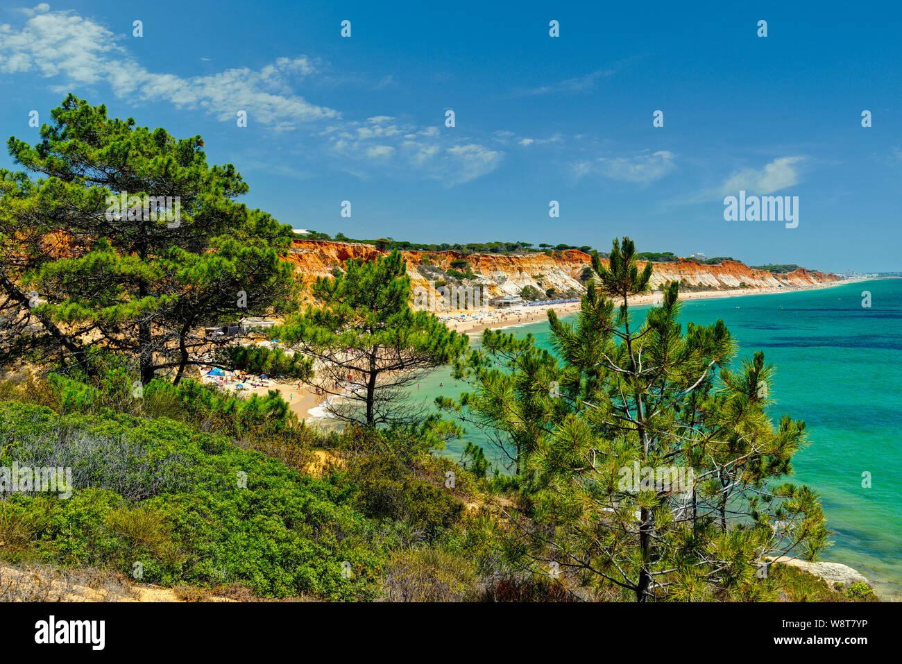 Praia da Falésia près de Albufeira, Algarve Banque D'Images