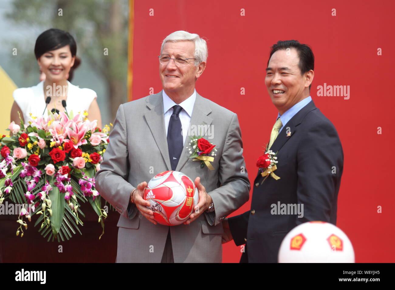 Centre De Table Ancien file--marcello lippi, l'entraîneur-chef, centre de guangzhou