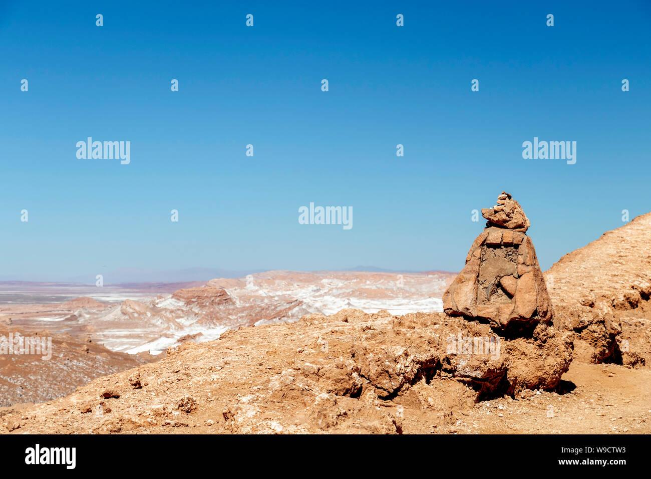 Paysage de désert d'Atacama au Chili: la vallée de la Lune (Valle de la Luna), formation géologique de la pierre et le sable situé dans la montagne de sel Banque D'Images