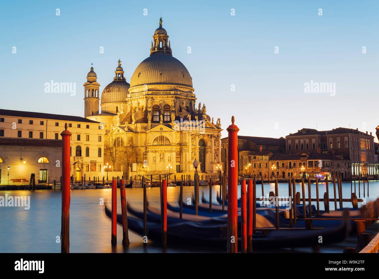 Basilica di Santa Maria della Salute, sur le Grand Canal, Venise, UNESCO World Heritage Site, Vénétie, Italie, Europe Banque D'Images