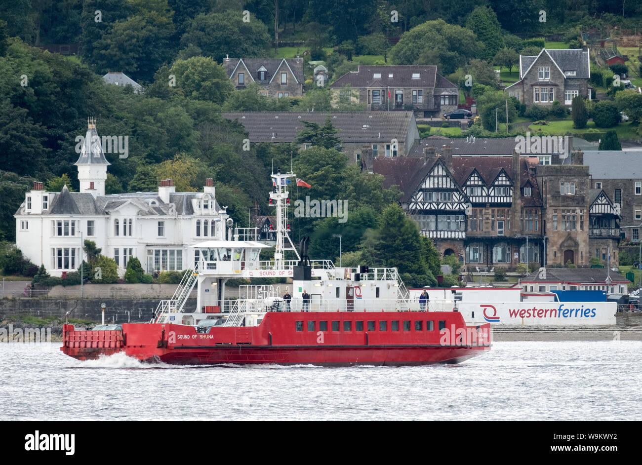 Le son de Shuna traversée en ferry entre McInroy's Point et les chasseurs Quay, Dunoon Banque D'Images