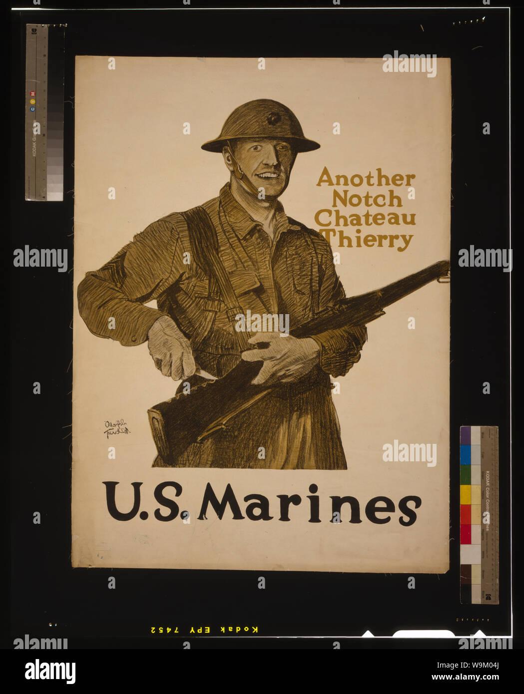Anot son encoche, Chateau Thierry - US Marines Résumé: Affiche montrant une sculpture Marine une encoche dans le stock de son fusil. Banque D'Images