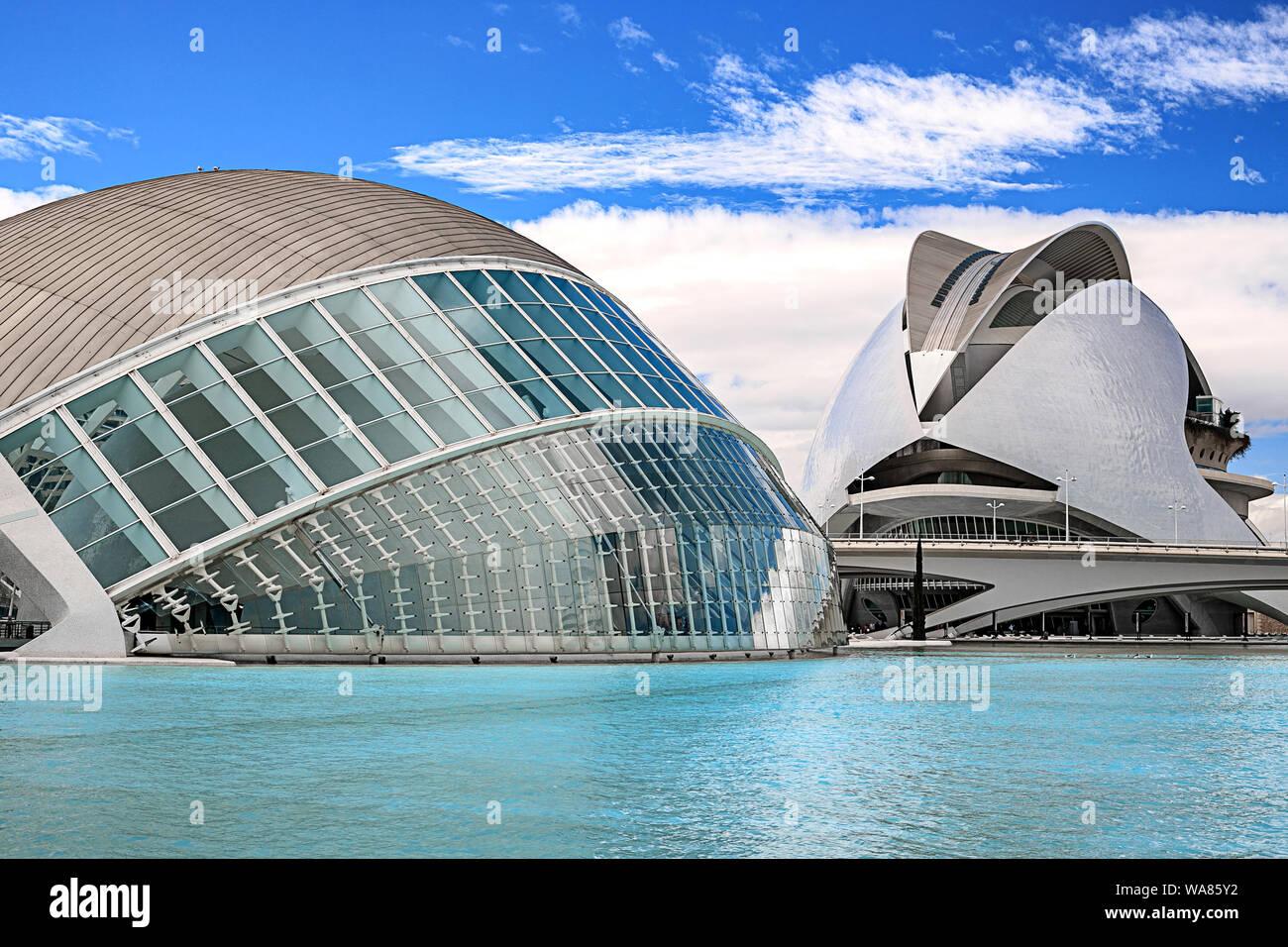 Valencia, Espagne - 17 août 2019. Vue de la ville d'art et de la science - un complexe architectural sur les bas de la rivière Turia. Propre Conception Banque D'Images