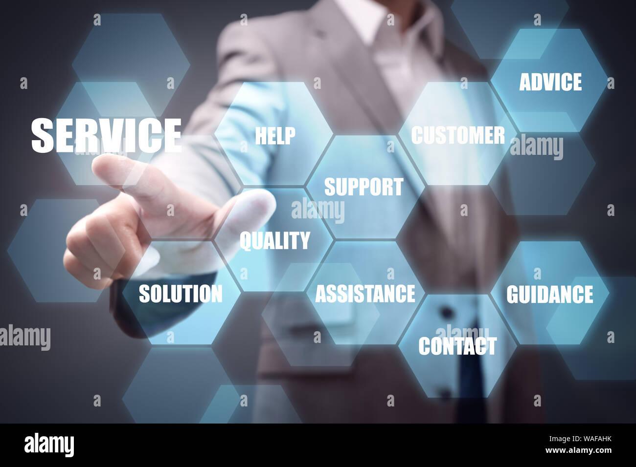 Businessman hand en poussant la touche de service concept pour l'aide, contactez le support et l'assistance Banque D'Images
