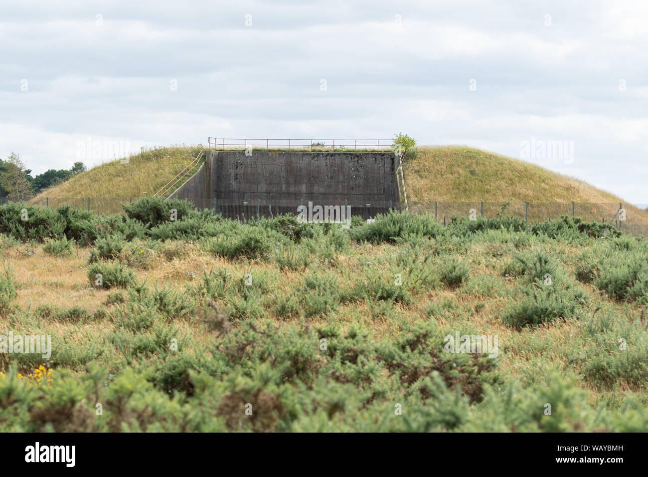 Des silos à missiles nucléaires désaffectées à RAF Greenham Common, un ancien logement de la base aérienne de missiles de croisière américains, Berkshire, Royaume-Uni Banque D'Images