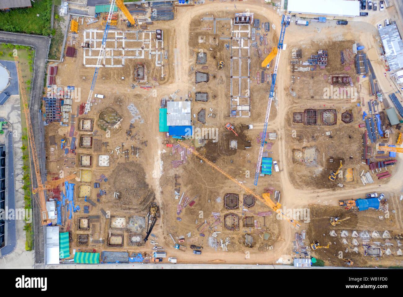 Drone aérien vue de la benne de chargement pelle chariot à la construction site Banque D'Images