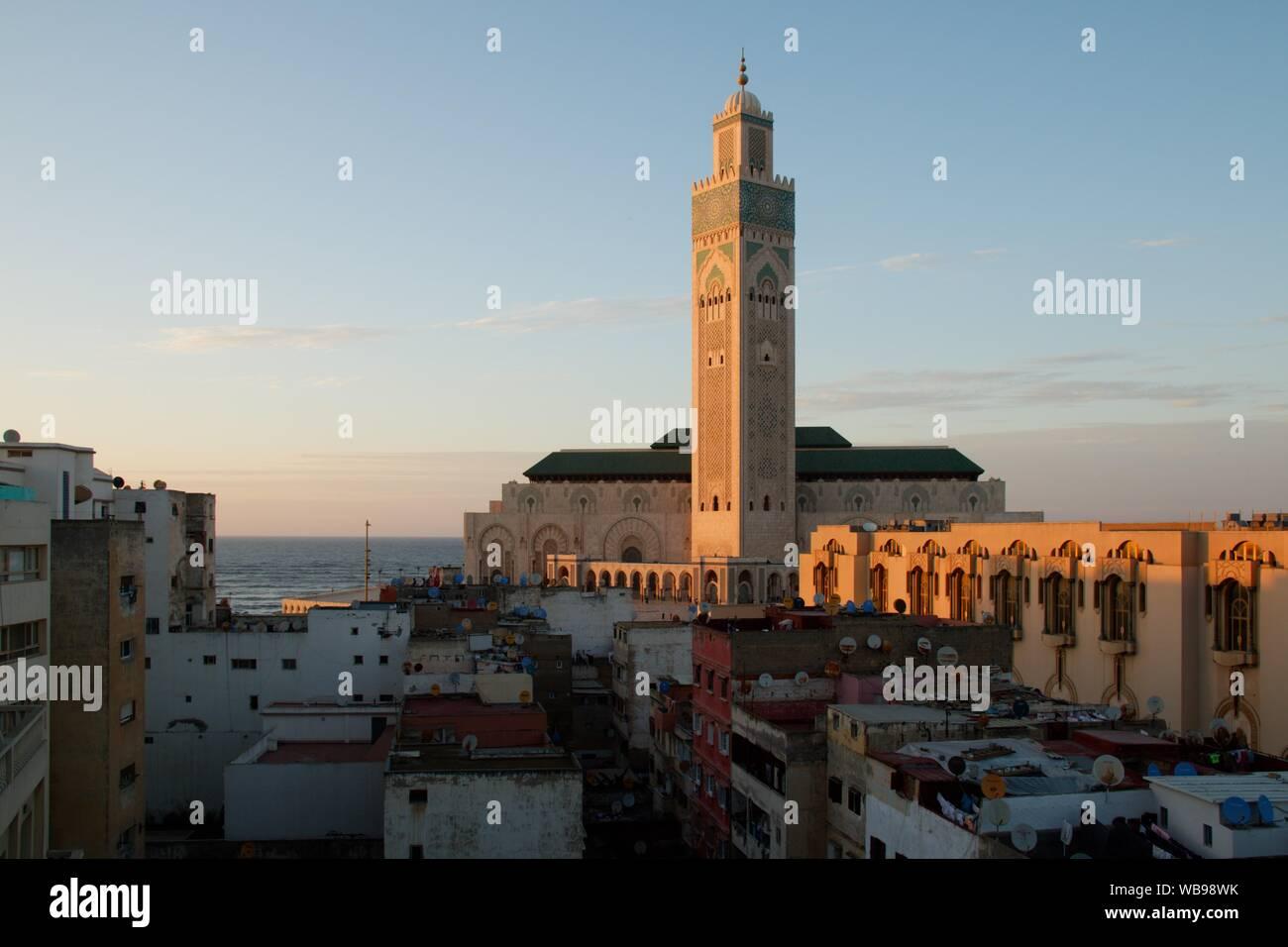 La plus célèbre et impressionnant bâtiment à Casablanca - mosquée Hassan-II. Banque D'Images