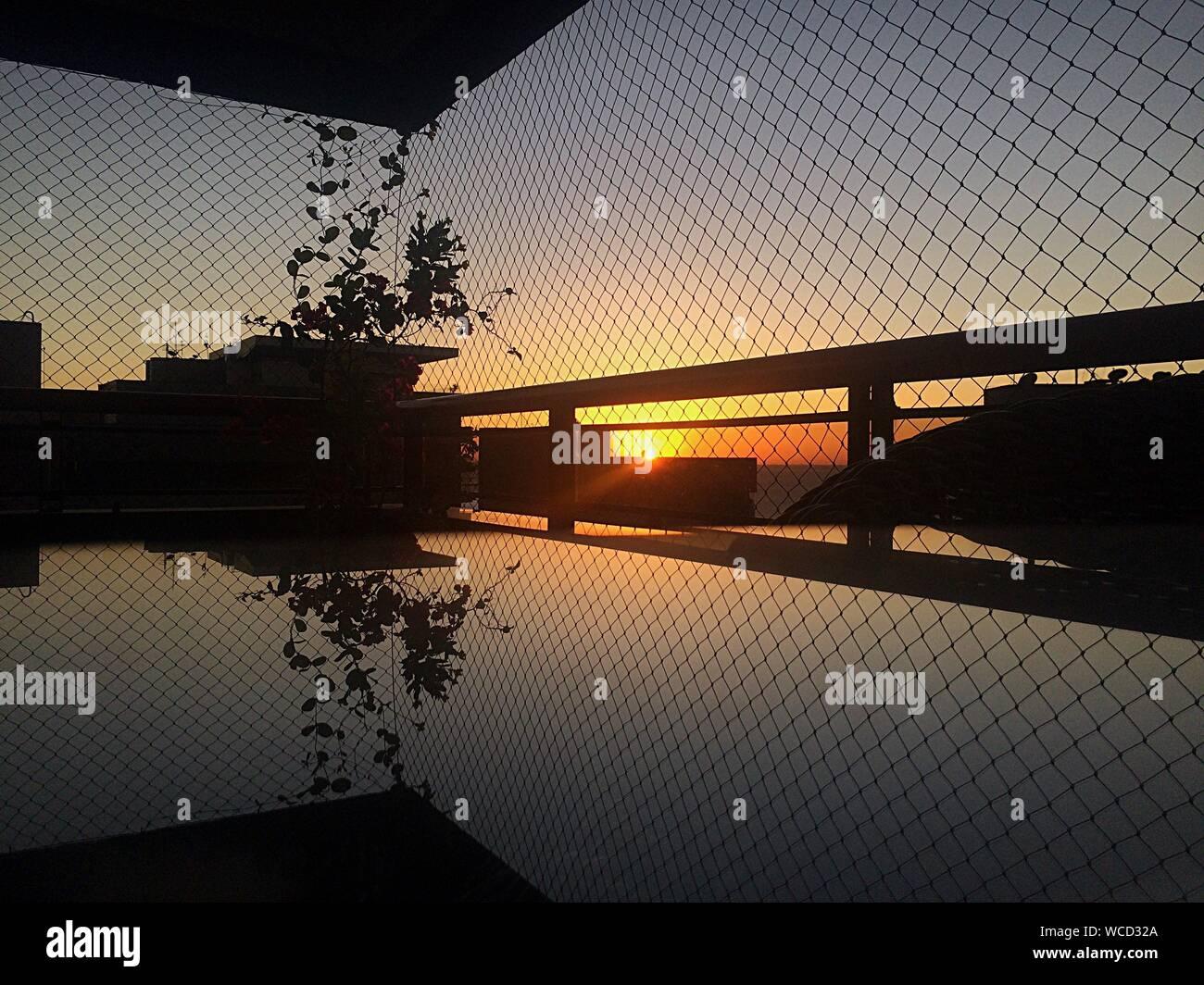 Structure intégrée au coucher du soleil Banque D'Images