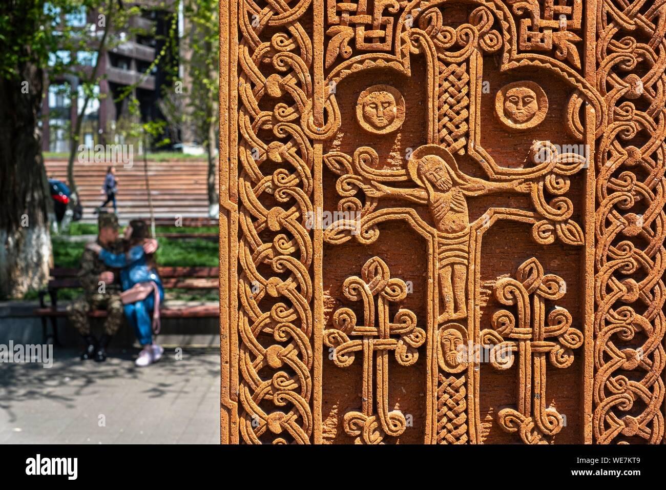 L'Arménie, Erevan, exposition en plein air appelé génocide culturel: symbole de khatchkars (pierres sculptées, les stèles du souvenir) dans le parc situé à l'intersection de rues Hanrapetutyan et Nalbandyan Banque D'Images