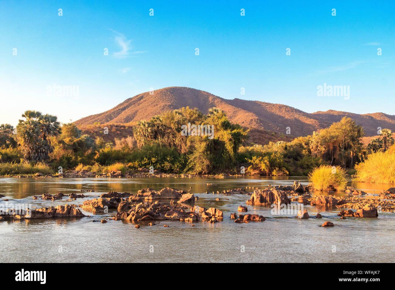 - Kunene river à la frontière de l'Angola et la Namibie, Namibie, Epupa Banque D'Images