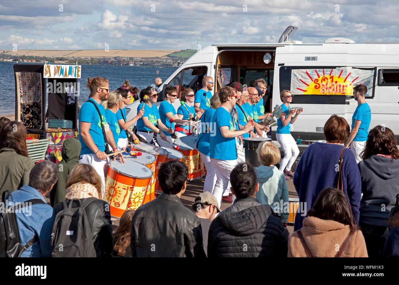 Portobello, Édimbourg, Écosse, Royaume-Uni. 31 août 2019. La grande plage d'Édimbourg Busk retournées pour une dixième fois cette année, avec la plage de Portobello, promenade accueillant des centaines de musiciens. L'énorme événement arts de la rue a été initialement conçu comme un moyen de donner un espace à Édimbourg les amuseurs publics qui étaient peut-être pressé par le Festival. École de Samba. Banque D'Images