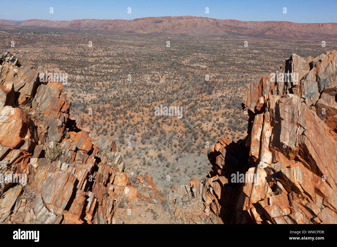 Vue panoramique de l'Ouest varie de McDonnell, crête Euro Larapinta Trail, NT, Australie Banque D'Images
