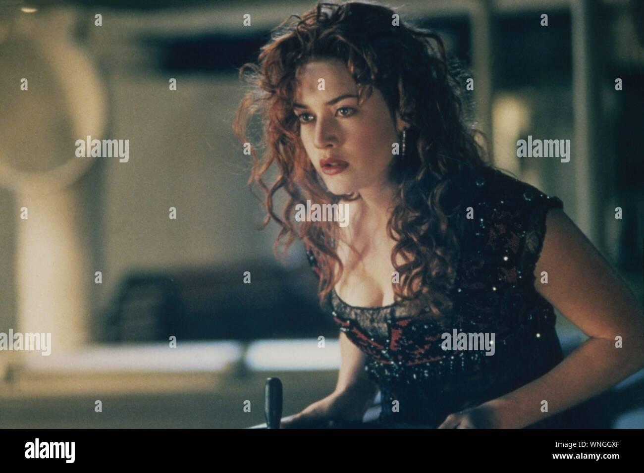 Titanic USA Année: 1997 Réalisateur: James Cameron, Leonardo DiCaprio, Kate Winslet Poster (Fr) Banque D'Images