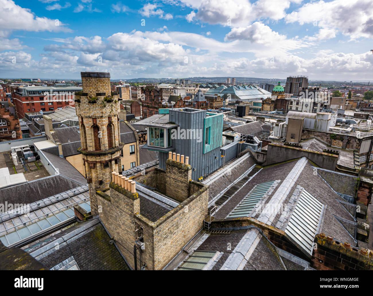 Vue sur la ville et l'ancien bâtiment, le Glasgow Herald, sur le toit de la tour Phare, Glasgow, Écosse, Royaume-Uni Banque D'Images