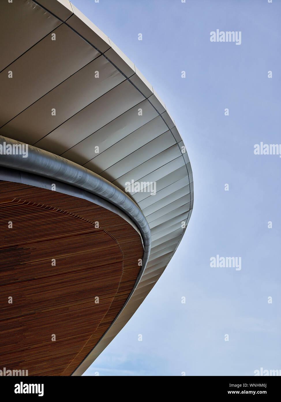 La structure du toit du bâtiment de détail. Les stations de métro de l'ouest du nord, Sydney, Australie. Architecte: HASSELL, 2019. Banque D'Images