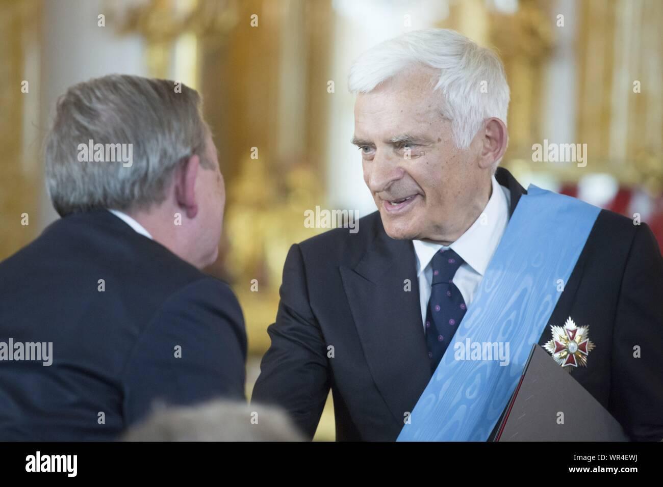 Le 6 août 2015, Varsovie, l'inauguration présidentielle en Pologne: Andrzej Duda prêté serment en tant que nouveau président polonais. Recevoir les insignes d'ordres au Royal Banque D'Images